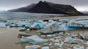 ...mit kleineren Eisbergen als am Jökulsarlon...