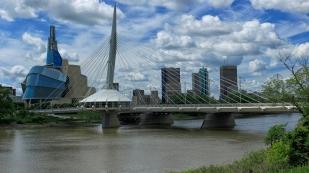 Canadian Museum for Human Rights und die Brücke Esplanade Riel