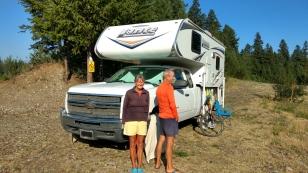 Anneliese und Christian aus Wien treffen wir am Blue Lake. Die Beiden bereisen nach den USA nun Kanada und wollen später auch noch nach Mexico. Vielleicht treffen wir uns alle auf der Baja California wieder.