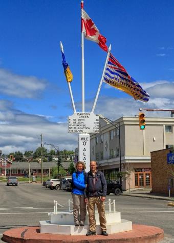 "Die berühmte ""Mile 0"" des Alaska Highways."