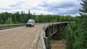 Über die Kiskatinaw-Bridge führt die alte Strecke des Highways.
