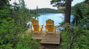Zur Abwechlung mal gelbe Stühle zum Relaxen