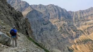 Blick auf die Gesteinsschichten der Rockies