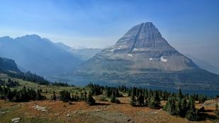 Blick zum Hidden Lake mit dem Bearhat Mountain