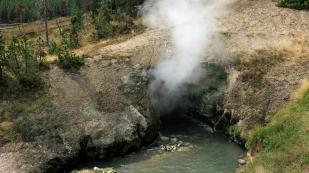 Dampf aus der Höhle