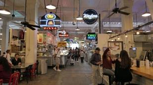 Im Grand Central Market...