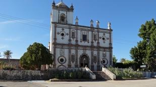 ...mit großer Kirche