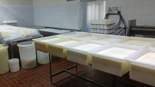 Ein kleiner Rundgang durch die Käsefabrik...