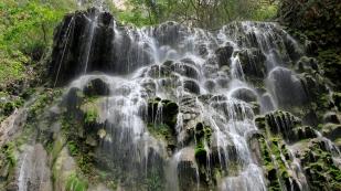 ...der Wasserfall aber idyllisch...