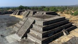12 Tempelplattformen umgeben...