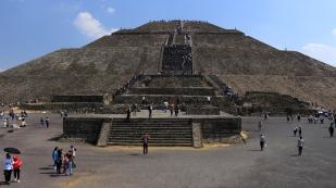Ohne Hilfe von Metallwerkzeugen, Lasttieren oder Rädern erbaut - die Sonnenpyramide