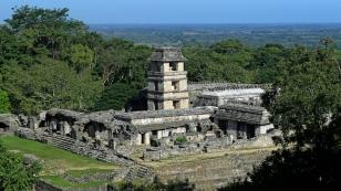 El Palacio mit seinem unverwechselbaren Turm...