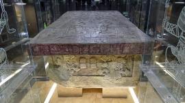 Nachbildung des Deckels vom Sarkophag Pakals