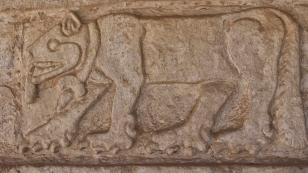 Gut erhaltene Reliefs an der 40 m langen...