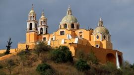 ...und mit der Kirche Santa Maria de los Remedios obendrauf