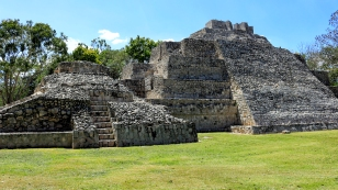 Weitere Tempel an der Plaza Principal
