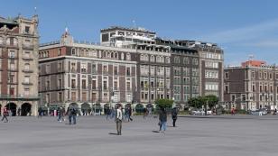 ...an der Plaza de la Constitución