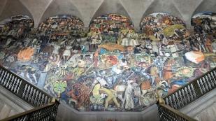 ...mit Wandbildern von Diego Riveras