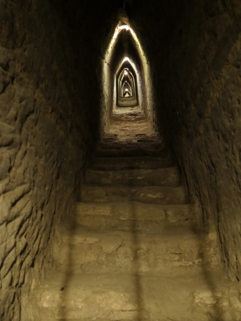 ..führen durch die Pyramide