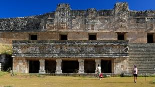 ...ein großes und beeindruckendes Gebäude