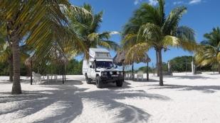 Herrlicher Stellplatz mit weißem Sand