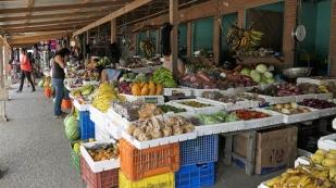 Gutes Obst- und Gemüseangebot auf dem Markt