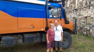 Ute und Ralph sind mit ihrem Unimog seit September 2016 unterwegs und ebenfalls in Halifax gestartet. Sie werden im Juni erst einmal wieder nach Deutschland zurückkehren, um einige Umbauten am Auto vorzunehmen. Dann geht es ab nach Südamerika. http://albatros-on-tour.de/