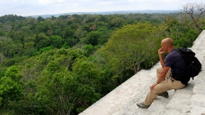 Blick vomTempel IV über den Dschungel