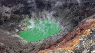 Kratersee im Vulkan Santa Ana...