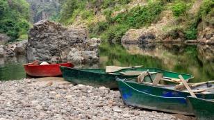 Mit einem kleinen Boot...