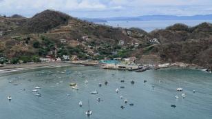 ...auf die Bucht und die Boote