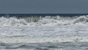 ...mit tosendem Meer