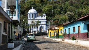 Blick zur kleinen Kirche in Ataco
