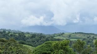 Dahinter versteckt sich der Vulkan Arenal
