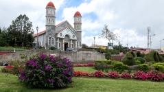 Vor der Iglesia de San Rafael in Zarcero sind...