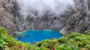 Ein kurzer Blick auf den Kratersee...