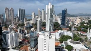 Die Skyline von Panama-Stadt...