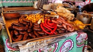 Samstagmarkt mit Fleisch und Würsten...