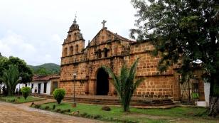 Die kleine Kirche an der Plaza