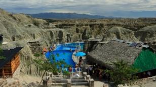 Pool mitten in der Wüste