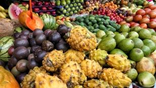 ...jeder Menge Obst...