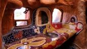 ...und das mit Mosaiks versehene Bad