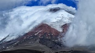 Vulkan Cotopaxi umhüllt...