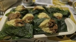 Das Dessert: Eine Art Rührkuchen im Bananenblatt