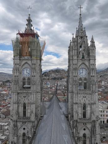 Hoch oben auf der Basilica del Voto Nacional...