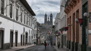 Blick zur herrlichen Basilica del Voto Nacional
