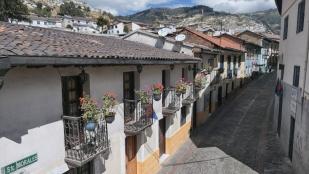 La Ronda mit kleinen Geschäften und Kneippen