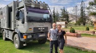 Katrin und Hans-Jürgen haben wir in Caraz getroffen. Ihr Otto Mobil, einen MAN, dagegen haben wir schon vorher mehrmals gesehen. Die Beiden sind seit Juni 2016 von Nord nach Süd unterwegs. https://www.otto-mobil.com/