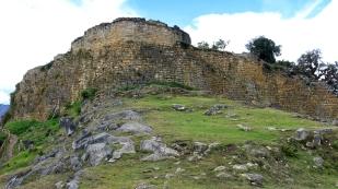 Die Festungsmauer von Kuelap