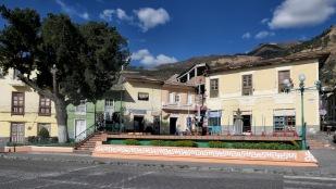 Plaza mit kleinen Geschäften